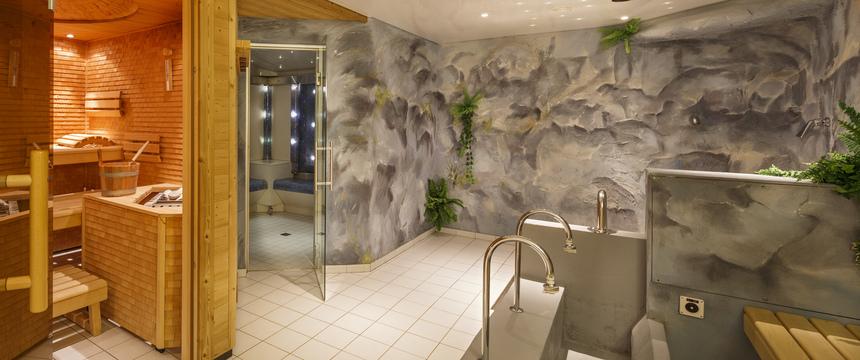 Switzerland_Wengen_Hotel-Beausite-Park-Jungfrau-Spa_wellness-area_sauna.jpg